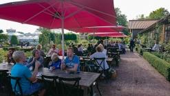 Förutom att titta på pelargoner, kunde besökare även fika i caféet
